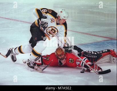 Chiago Black Hawks goalie JOCELYN THIBAULT MAKES THE SAVE ON Boston Bruins JOE THORNTON IN 3RD PERIOD ACTION at - Stock Photo