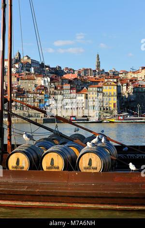 Barcos Rabelos no rio Douro em frente ao Porto. - Stock Photo