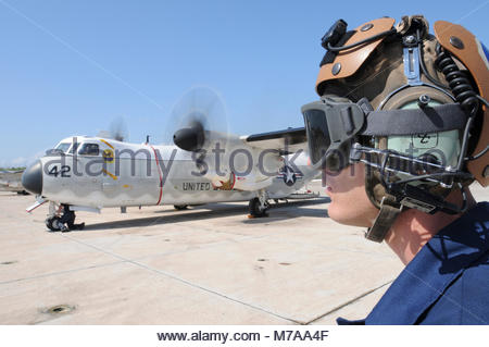Northrop Grumman C-2A Greyhound. Navy Airman Michael Megyesi, an aviation electronic technician, conducts preflight - Stock Photo
