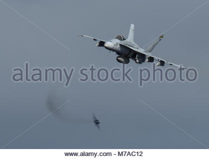 """Douglas (now Boeing) FA-18C  Hornet.  PACIFIC OCEAN (Dec. 1, 2017) An F/A-18C  Hornet assigned to the """"Death Rattlers"""" - Stock Photo"""