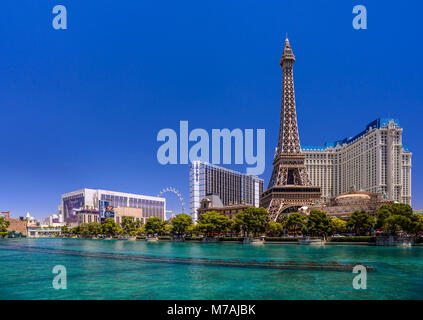 The USA, Nevada, Clark County, Las Vegas, Las Vegas Boulevard, The Strip, flamingo, Bally's, Paris Las Vegas, Eiffel - Stock Photo