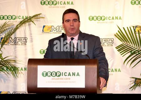 Atlantic City, NJ, USA. 8th Mar, 2018. Mark Dianno, Maxwell Football Club President welcomes the award winners and - Stock Photo