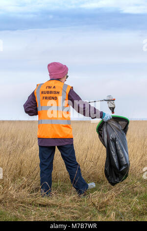 Southport, UK.10th Mar, 2018. Plastic clean up on the beach foreshore on the 10th March 2018.  Staff at RSPB Marshside, - Stock Photo