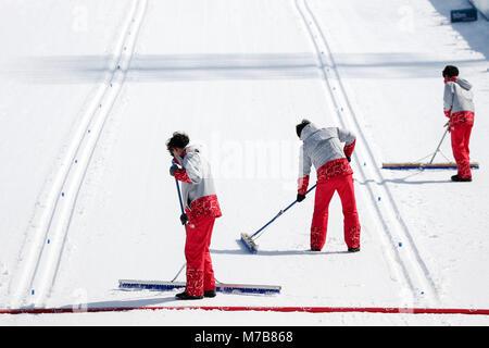 Pyeongchang, South Korea. 10th Mar, 2018. 10 March 2018, South Korea, Pyeongchang, Alpensia Biathlon Centre: Volunteers - Stock Photo
