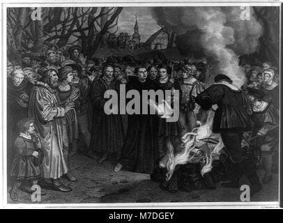 Luther verbrennt die päpstliche Bulle und das canonishe Recht vor Witteneberg, am 10 December 1520 LCCN2003671437 - Stock Photo
