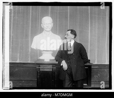 Moses Wainer Dykaar & Bust of Marshall LCCN2016827797 - Stock Photo