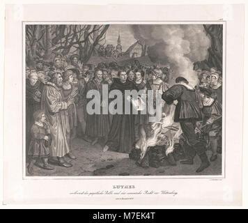 Luther verbrennt die päpstliche Bulle und das canonishe Recht vor Witteneberg, am 10 December 1520 - v. Löwenstern - Stock Photo