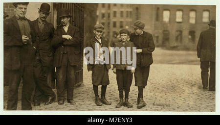 Robert Magee (smallest), 270 Suffolk St., apparently 12 years, been working in Mule Room -1 Merrimac Mill, Lowell, - Stock Photo