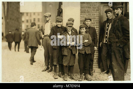 Robert Magee (smallest). 270 Suffolk St., Apparently 12 years old Been working in Mule Room -1, Merrimac Mill, Lowell, - Stock Photo