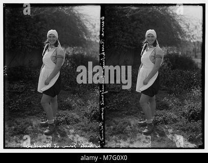 Zionist colonies on Sharon. Borochov. Girls' farm, Polish girl immigrant. LOC matpc.02674 - Stock Photo