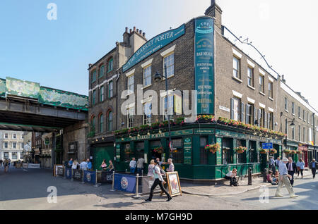 The Market Porter pub, Borough Market, Southwark, London, UK - Stock Photo