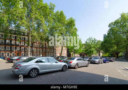 Parked cars infront of buildings on King's Bench Walk, Inner Temple, City of London, UK - Stock Photo
