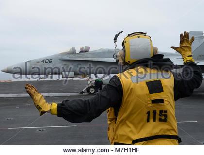 McDonnell Douglas FA-18C Hornet. OCEAN (June 6, 2017) Aviation Boatswain's Mate (Handling) 2nd Class Jason Lawhorn, - Stock Photo