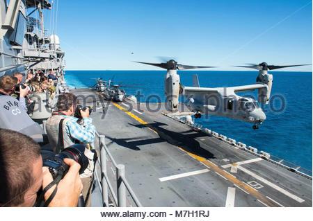 Bell-Boeing MV-22B Osprey. CORAL SEA (July 20, 2017)  A group of international reporters observe an MV-22B Osprey - Stock Photo