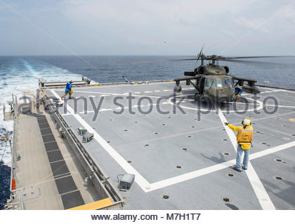 Helicopter deck landing qualifications. CARIBBEAN SEA (July 26, 2017) Personnel assigned to expeditionary fast transport - Stock Photo