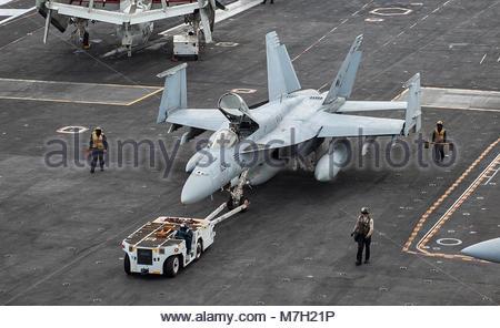 Boeing FA-18E Super Hornet. ATLANTIC OCEAN (Aug. 4, 2017) Sailors assigned to the Nimitz-class aircraft carrier - Stock Photo