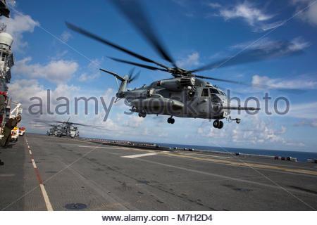 Sikorsky CH-53E Super Stallion. SEA (Oct. 12, 2017) U.S. Marines with Marine Medium Tiltrotor Squadron (VMM) 162 - Stock Photo