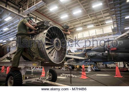 McDonnell Douglas (now Boeing) AV-8B Harrier. CORAL SEA (Aug. 13, 2017) Cpl. Jose Ramirez, left, and Lance Cpl. - Stock Photo