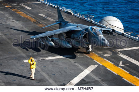 McDonnell Douglas (now Boeing) AV-8B Harrier. CORAL SEA (Aug. 17, 2017) Chief Aviation Boatswain's Mate (Handling) - Stock Photo