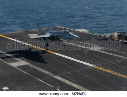 """McDonnell Douglas FA-18C Hornet. GULF (Oct. 4, 2017) An F/A-18C Hornet assigned to the """"Death Rattlers"""" of Marine - Stock Photo"""