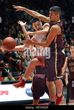 Albuquerque, NM, USA. 10th Mar, 2018. Belen's #34 Ryan Garcia guards Espanola's #3 Christian Fernandez and forces him to pass off the ball. Saturday, March. 10, 2018. Credit: Jim Thompson/Albuquerque Journal/ZUMA Wire/Alamy Live News