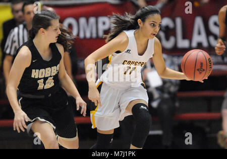 Albuquerque, NM, USA. 10th Mar, 2018. Cibola's #11 Azia Himeur brings the ball down court with Hobbs' #14 MacKenzye Gibson defending her. Saturday, March. 10, 2018. Credit: Jim Thompson/Albuquerque Journal/ZUMA Wire/Alamy Live News