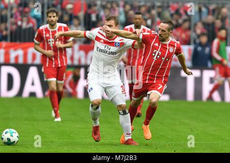 v.re:Franck RIBERY (FC Bayern Munich), Aktion, duels versus Vasilije Janjicic (HSV Hamburg Hamburg Hamburg), Fussball - Stock Photo