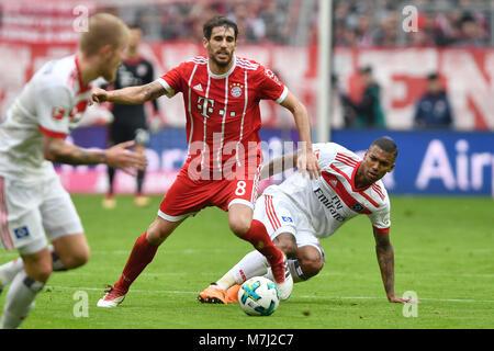 Javi (Javier) MARTINEZ (FC Bayern Munich), Aktion, duels versus WALACE (HSV Hamburg Hamburg Hamburg). Fussball 1. - Stock Photo