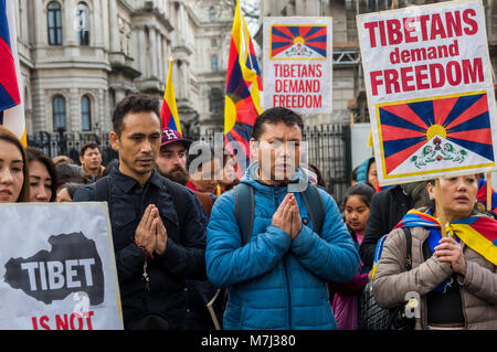 London, UK. 10th March 2018. People pray at the rally before the annual Tibet freedom march in London commemorating - Stock Photo