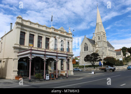 Cucina bar in old Australian Mutual Provident Society building on Itchen Street and Saint Luke's Anglican Church - Stock Photo