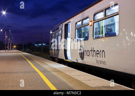 Northern rail class 319 electric multiple unit train 319383 at Wigan North Western 319383 working the 0638 Wigan - Stock Photo