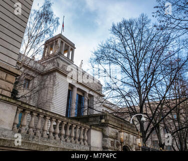Berlin-Mitte,Unter den Linden, Embassy of the Russian Federation,Building exterior and facade, Statues and scuptural - Stock Photo