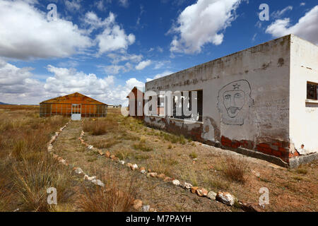 Badly drawn face / portrait of Che Guevara on wall of abandoned building in altiplano, Patacamaya, La Paz Department, - Stock Photo