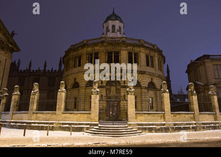 Sheldonian theatre from broad street in the snow early morning before dawn. Oxford, Oxfordshire, England - Stock Photo