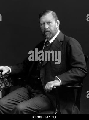 Bram Stoker. Portrait of the creator of Dracula, Abraham 'Bram' Stoker (1847-1912), c.1906. - Stock Photo
