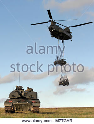 ArmyHQ-2014-023 RWxY Ex Spring Warrior-053. Pictured is a Challenger 2 MBT and Chinook Helicopter on the Salisbury - Stock Photo