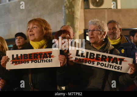 March 12, 2018 - Barcelona, Spain - Women seen carrying a placard with the slogan freedom political prisoners during - Stock Photo