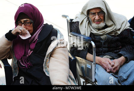 (180313) -- DAMASCUS, March 13, 2018 (Xinhua) -- An evacuated couple sit in a temporary shelter in Wafidin area, - Stock Photo