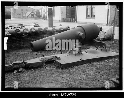 NAVY YARD, U.S., WASHINGTON. MORLARS, CANNON, TARGETS ON LAWN LCCN2016868686 - Stock Photo