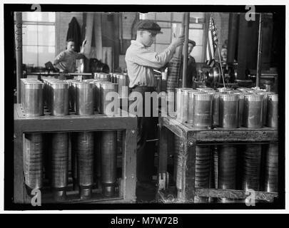 NAVY YARD, U.S., WASHINGTON. PACKING AND HANDLING CARTRIDGE CASES LCCN2016868694 - Stock Photo