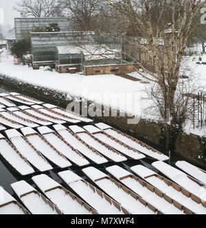 Punts covered in snow on the River Cherwell next to Magdalen bridge in the early morning. Oxford, Oxfordshire, England - Stock Photo