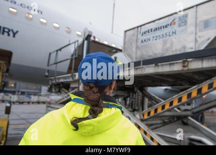 08 March 2018, Germany, Frankfurt: Sevim Sejdijaj, in charge of ground handling operations, monitors the loading - Stock Photo