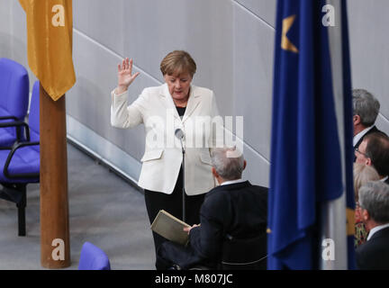 Berlin, Germany. 14th Mar, 2018. Angela Merkel takes the oath of office during a meeting of the parliament in Berlin, - Stock Photo