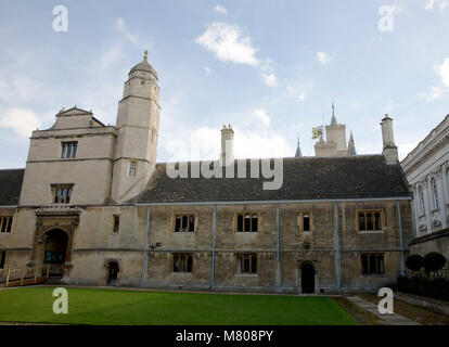 Cambridge, Britain. 14th Mar, 2018. A flag flies at half mast over Gonville and Caius College at the University - Stock Photo