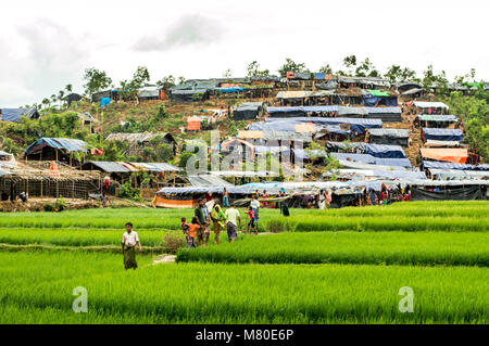 Rohingya people say they are descendants of Muslims, perhaps Persian and Arab traders, who came to Myanmar generations - Stock Photo