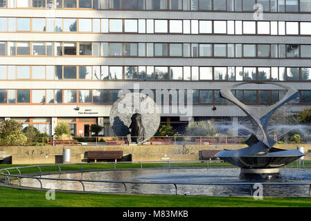 Statue of Mary Seacole at St Thomas' Hospital, by Martin Jennings. Revolving Torsion kinetic sculpture fountain - Stock Photo