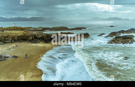 UK, Anglesey, Newborough, 11th March 2018. Crashing waves at the tip of Llanddwyn Island. Stock Photo