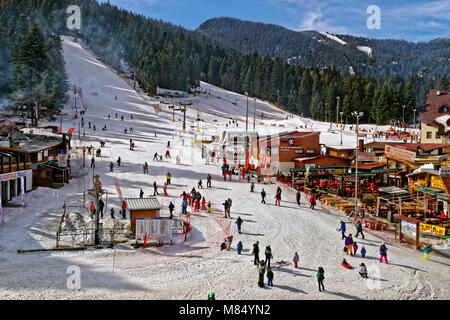 Beginners drag lift and nursery slopes at Borovets Ski resort, Targovishte, Bulgaria. - Stock Photo
