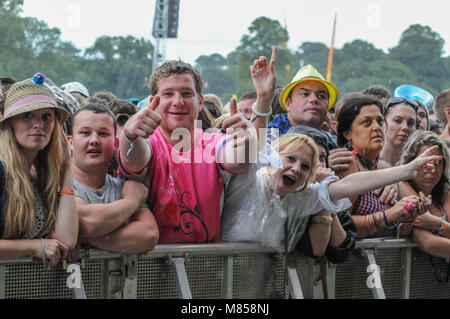Festival goers front row at the main stage at V Festival at Weston Park - Stock Photo