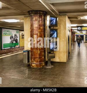Berlin Wilmersdorf,Fehrbelliner Platz U-Bahn underground railway station interior with brown & mustard colour tile - Stock Photo